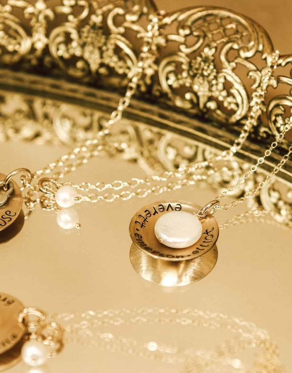 gold-mother-of-pearl-necklace-studio
