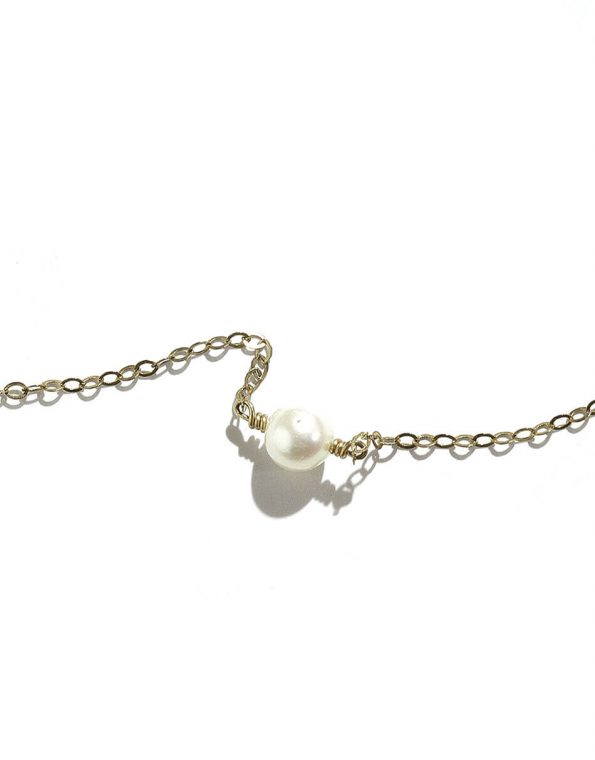 A single freshwater pearl is hung on a gold filled or sterling sliver chain. Beautiful pearl necklace for girls of any age