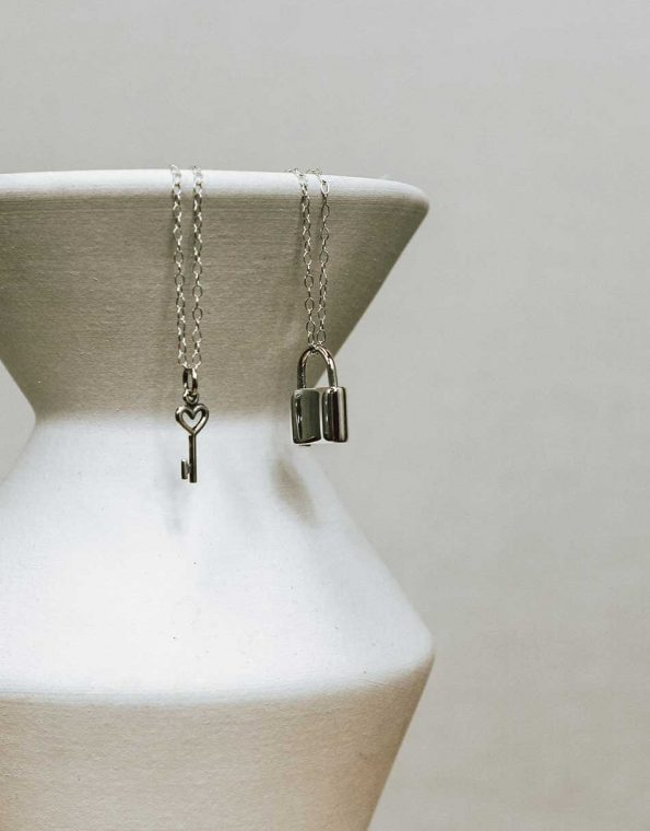 silver-lock-and-key-necklace-studio-2