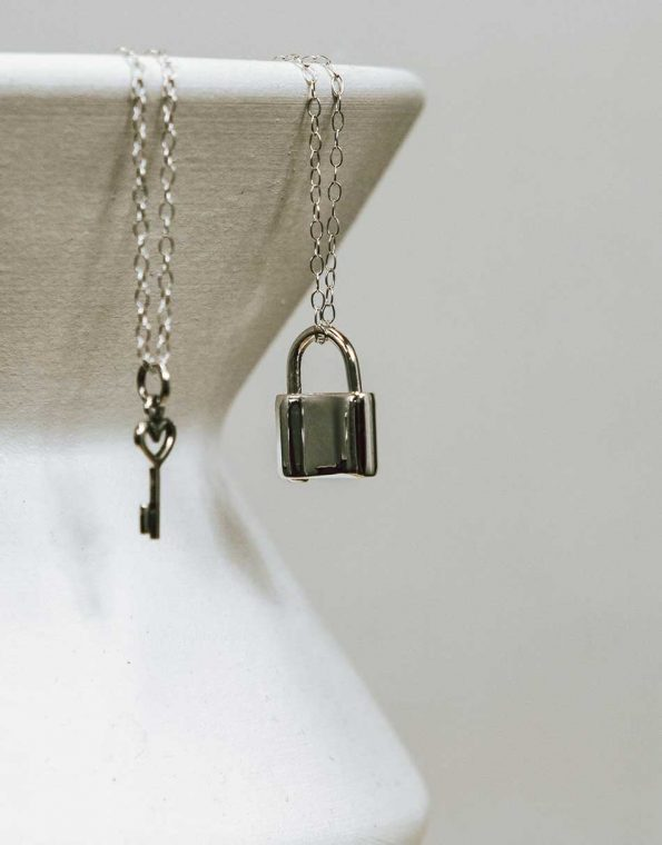 silver-lock-and-key-necklace-studio-3