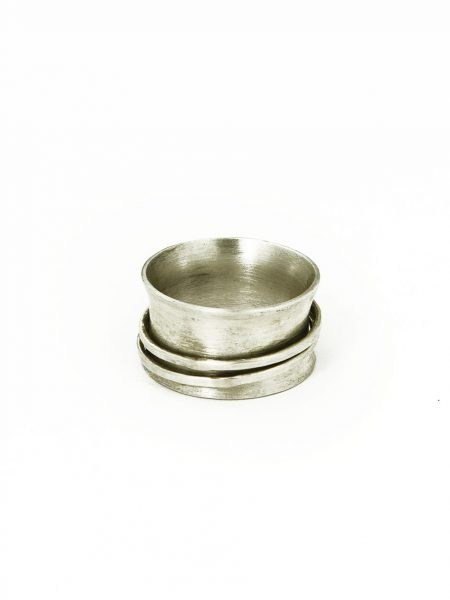 A sterling silver spinner ring