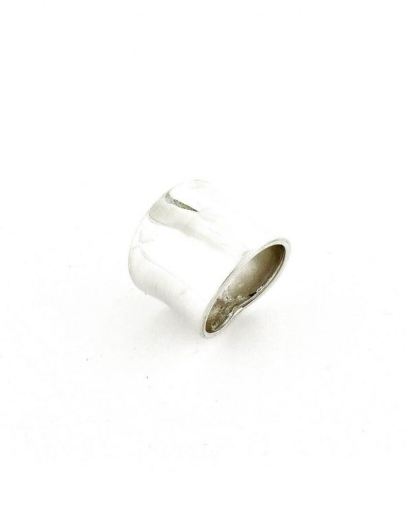 This sterling silver ring is a classic one. Perfect for any age - be it a young person or a grandparent